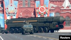 Tên lửa Topol-M của Nga trong cuộc diễu hành kỷ niệm Ngày Chiến thắng tại Quảng trường Đỏ ở Moscow, ngày 9/5/2014.