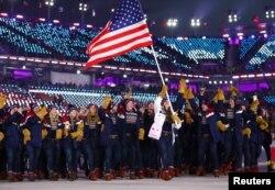 9일 강원도 평창 올림픽스타디움에서 열린 평창동계올림픽 개막식에서 미국 선수단이 입장하고 있다.