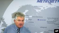 Alexander Smirnov, wakil presiden Metrojet atau Kogalymavia, maskapai penerbangan Rusia, memberikan penjelasan kepada para wartawan di Moskow, Rusia, Senin (2/11).