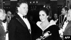 Elizabet Taylor 1969 yilda o'sha paytdagi turmush o'rtog'i Richard Burton bilan, Monako