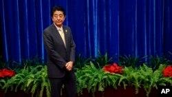 El primer ministro japonés, Shinzo Abe, ha prometido dimitir si no logra salvar a la economía japonesa.