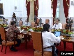 Presiden Joko Widodo dalam Rapat Terbatas di Istana Negara , Jakarta , Senin (16/11). (Biro Setpres)