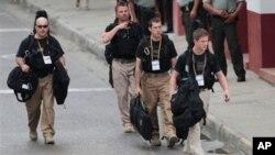 美国特勤局的特工4月14日在美洲峰会开幕前在哥伦比亚卡塔赫纳的会议中心附近巡视
