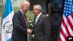 El vicepresidente de EE.UU., Joe Biden, se reunió con autoridades centroamericanas en Guatemala para discutir el caos creado por el flujo de inmigrantes.