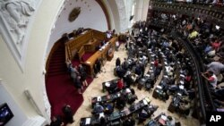 Lawmakers attend the third National Assembly session in Caracas, Venezuela, Jan. 13, 2016.