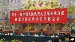 人大西藏代表团开会讨论温家宝工作报告