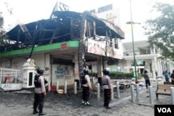 Restoran Legian di pusat turis Malioboro dibakar pendemo. (Foto: Nurhadi)