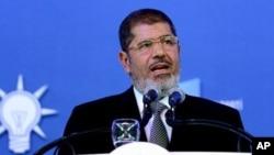 Presiden Mohammed Morsi memberhentikan Jaksa Agung Mesir setelah pengadilan membebaskan para loyalis Mubarak yang dituduh mengatur serangan brutal terhadap para demonstran tahun lalu (foto: dok).