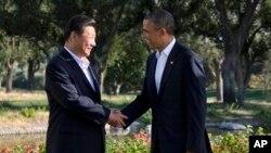 美国总统奥巴马与中国国家主席习近平在洛杉矶附近棕榈泉握手会面(资料照片)