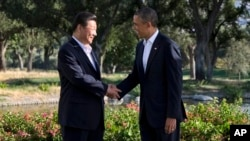 奧巴馬與習近平在洛杉磯附近棕櫚泉的陽光之鄉莊園握手會面