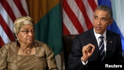 Ellen Johnson Sirleaf avec Barack Obama, Maison Blanche, Washington, DC, le 15 avril 2015. (REUTERS/Gary Cameron)