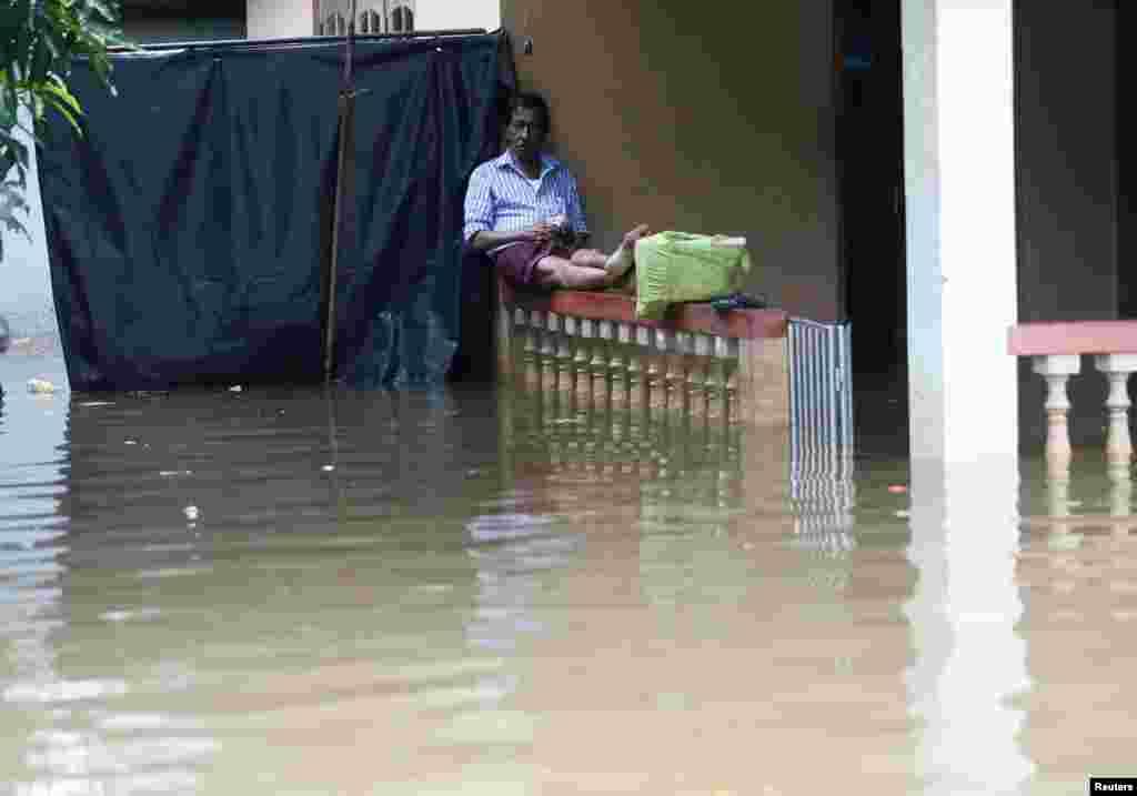 سری لنکا میں بارشوں اور مٹی کے تودے گرنے سے ہلاکتوں کی تعداد 200 ہو گئی ہے۔