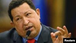 El presidente Hugo Chávez habla durante una conferencia de prensa en el Palacio de Miraflores, en Caracas, el martes 9 de octubre de 2012.