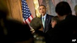 El presidente Obama aprovechó para opinar sobre cómo se están desarrollando las campañas políticas durante la celebración por el Día de San Patricio en el Capitolio.