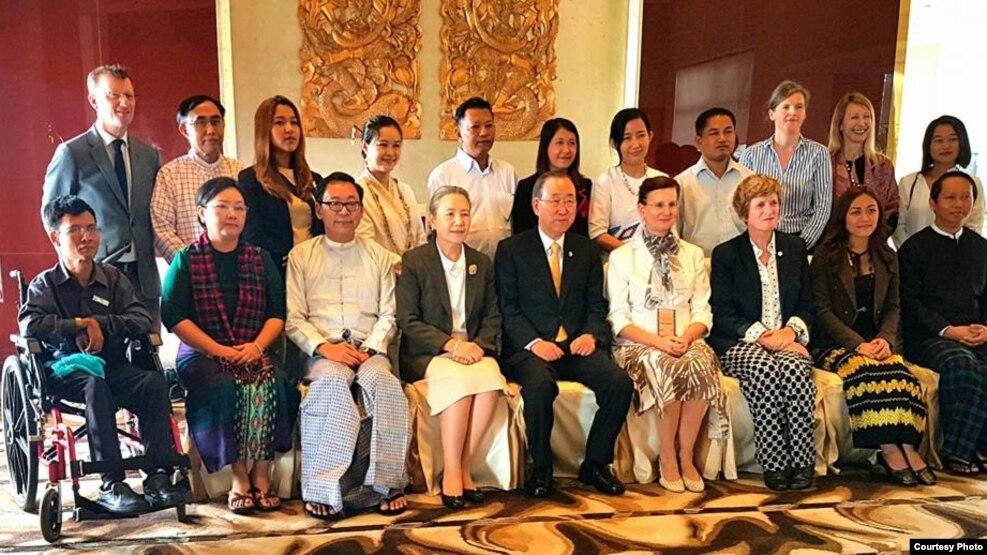 ကုလသမဂၢအတြင္းေရးမွဴးခ်ဳပ္ မစၥတာ ဘန္ကီမြန္းက ဒီကေန႔ မနက္ပိုင္းက အရပ္ဖက္အဖြဲ႕ အစည္းေတြနဲ႔ ေတြ႕ဆံု (Aung Myo Min)