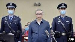 華融資產管理股份有限公司原董事長賴小民在天津市第二中級法院受審。(2020年8月11日)