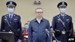 賴小民(中)被判死刑。