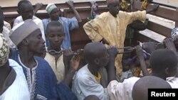 Des otages nigérians retenus par Boko Haramont libérés par l'armée camerounaise à Maroua, Cameroun, le 5 décembre 2015.