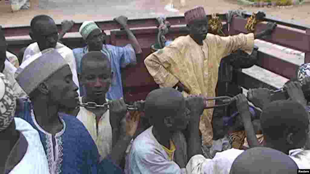 Des otages nigérians détenus par Boko Haram ont été mis libérés par l'armée camerounaise à Maroua, au Cameroun, le 5 décembre 2015.