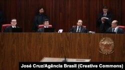 Ministros em sessão do TSE na quarta-feira, 7