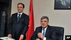 Turkey's President Abdullah Gul, right, and city's mayor Osman Baydemir speak to the media in Baydemir's office in Diyarbakir, Turkey, 30 Dec 2010