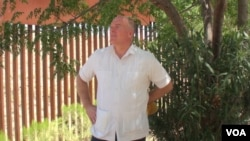 Reverend Randy Mayer by the border fence in Nogales, Mexico, July 12, 2016. (G. Flakus/VOA)