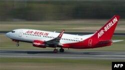 Một chuyến bay của hãng Air Berlin cất cánh từ phi trường Tegel ở Berlin, Ðức