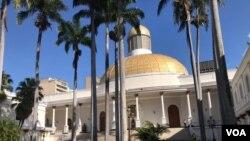 La semana pasada, parlamentarios afines al presidente encargado Juan Guaidó fueron señalados de participar en una trama de corrupción. Los funcionarios fueron suspendidos por los partidos políticos en los que militan.