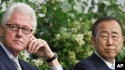 2011年6月9号前美国总统克林顿和联合国秘书长潘基文在联合国艾滋病讨论会上