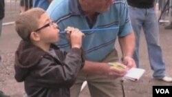 """吹豌豆比赛,""""神豆手""""大比拼(视频截图)"""