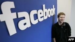 """Mark Zukerberg """"Facebook"""" ka 2003-yilda Garvard Universitetida o'qiyotgan paytda asos solgan. Bugun 27 yoshida u dunyodagi eng badavlat insonlardan biri."""