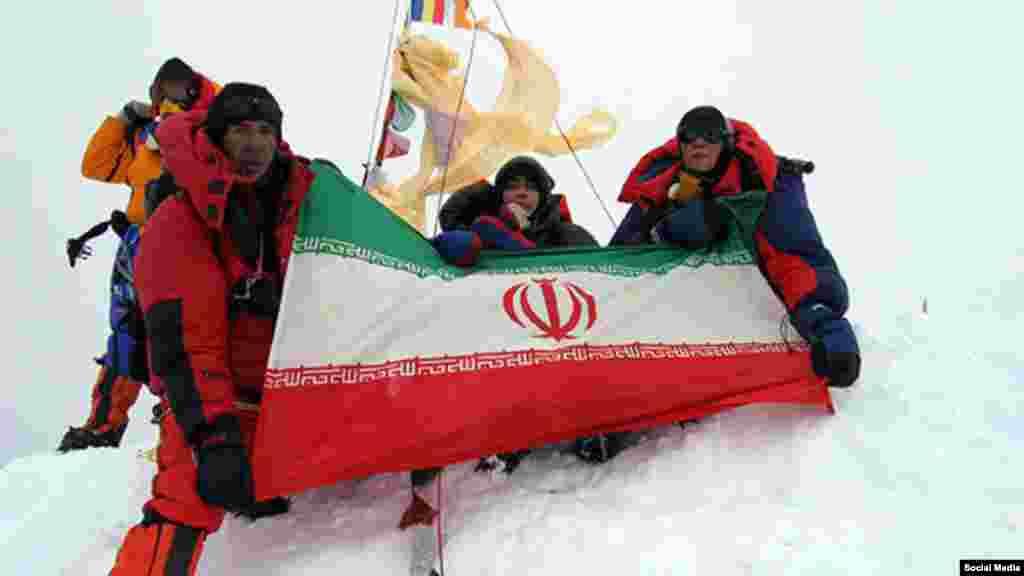 عظیم قیچیساز کوهنورد ایرانی اورست، بلندترین قله جهان را بدون استفاده از کپسول اکسیژن فتح کرد. آقای قیچیساز به ایرنا گفته که از سال ۱۳۸۷ تا ۱۳۹۳ موفق شده ۱۳ قله از ۱۴ قله هشت هزار متری دنیا را فتح کند که همگی بدون کپسول اکسیژن بوده است. او نخستین ایرانی صاحب این رکورد است.