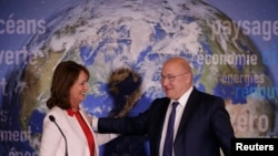 French Minister for Ecology, Sustainable Development and Energy Segolene Royal (L) and Finance Minister Michel Sapin attend a news conference to introduce France's first state green bond in Paris, Jan. 3, 2017.