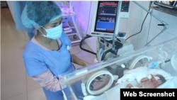 Trẻ sơ sinh đang được chăm sóc tại Bệnh viện Sản nhi Bắc Ninh (Ảnh chụp màn hình từ VnExpress)