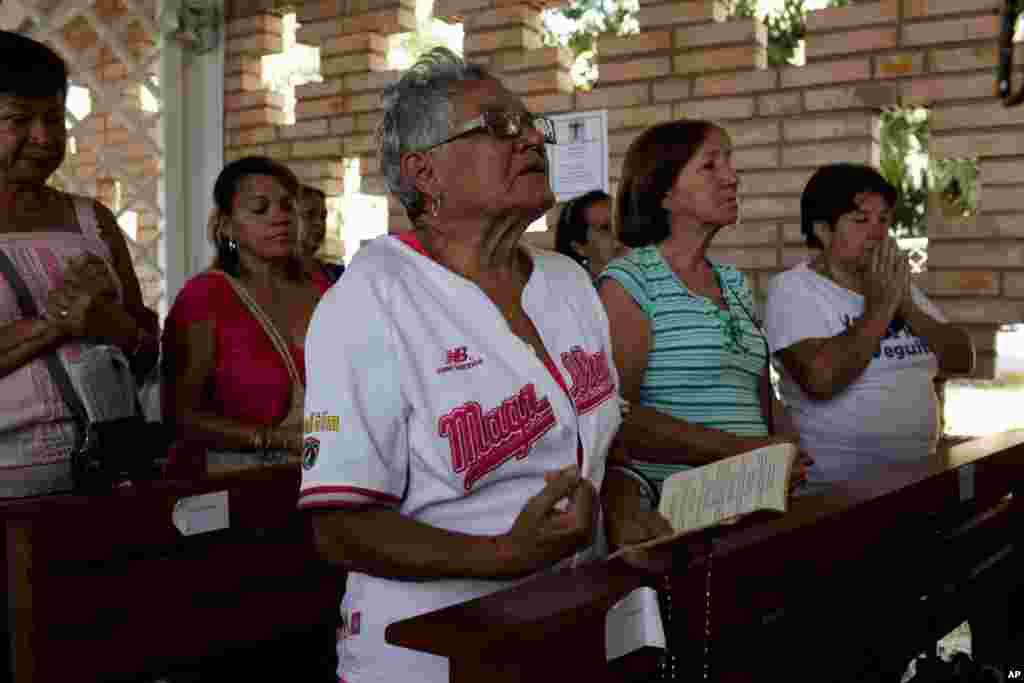 Supporters of Chavez pray for the ailing president at the military hospital's chapel in Caracas, March 5, 2013.