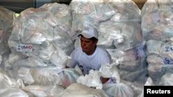 Гуманитарная помощь, собранная для жителей Венесуэлы, на складе в колумбийской Кукуте, 8 февраля 2019 года