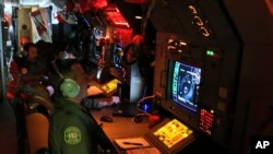 نیروهای استرالیایی در تلاش برای یافتن اثری از هواپیمای ناپدید شده مالزی - ۲۲ مارس ۲۰۱۴
