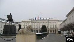 30年前舉行波蘭圓桌會議的華沙總統府。(美國之音 白樺)