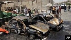 Hiện trường sau một vụ tấn công bằng xe bom tại Sadr City, Baghdad, ngày 23/7/2012