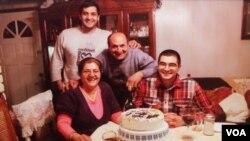 Öldürülen Cemal Dağdeviren ve ailesi