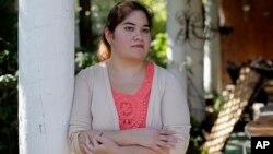 Annette Guerra, de San Antonio, lleva más de un año buscando empleo a tiempo completo desde que se graduó de enfermería.