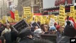 نیو یارک میں مظاہرین صدر حسنی مبارک کے استعفے کا مطالبہ کررہے ہیں۔