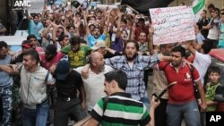 Demonstran anti pemerintah Suriah kecewa karena masyarakat internasional mengabaikan kebrutalan perang yang masih terus terjadi (6/9).