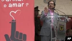 Gustavo Petro militó durante su juventud en el grupo insurgente colombiano M-19, cuando la Alianza Alianza Nacional Popular (ANAPO) acusó al Frente Nacional de Fraude electoral. Posteriormente fue indultado.