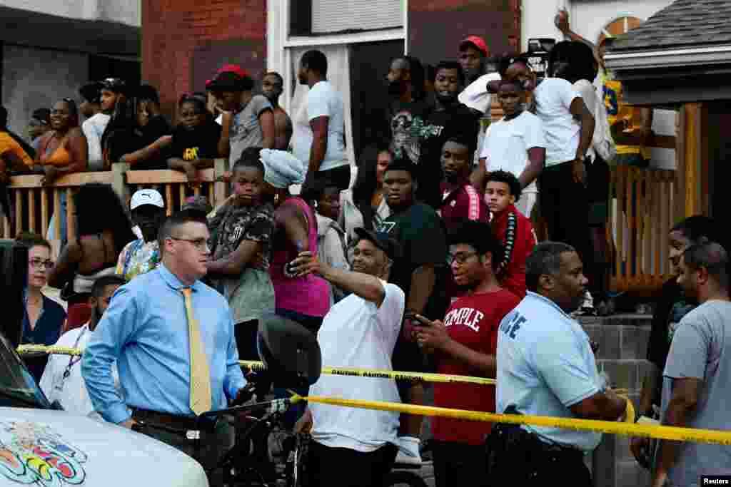 پولیس نے کئی گھنٹوں بعد مسلّح حملہ آور کو گرفتار کر کے علاقے کو کلیئر کر دیا ہے۔