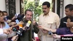 Los cancilleres de Ecuador, Ricardo Patiñó (izquierda) y de Venezuela, Nicolás Maduro, durante reunión con la prensa en Caracas, donde Maduro habló sobre el ex magistrado Aponte.