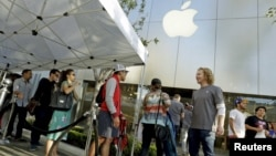 People wait in line as the Apple iPhone 6s and 6s Plus go on sale at an Apple Store in Los Angeles, California Sept. 25, 2015.