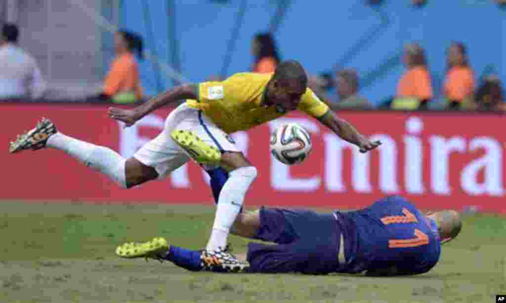 Netherlands' Arjen Robben goes down under a challenge from Brazil's Fernandinho during the World Cup third-place soccer match between Brazil and the Netherlands at the Estadio Nacional in Brasilia, Brazil, Saturday, July 12, 2014. (AP Photo/Manu Fernandez