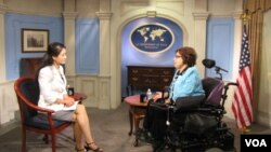 美國國務院國際殘疾人權利事務特別顧問朱迪絲霍伊曼近日訪問越南。與該地記者談論有關越南殘疾人事務。