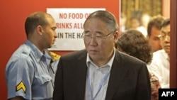 Trưởng phái đoàn Trung Quốc Giải Chấn Hoa bước ra khỏi phòng đàm phán tại hội nghị thượng đỉnh về biến đổi khí hậu ở Durban, Nam Phi, 10/12/2011